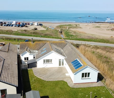 Spacious Detached Property With Stunning Sea Views