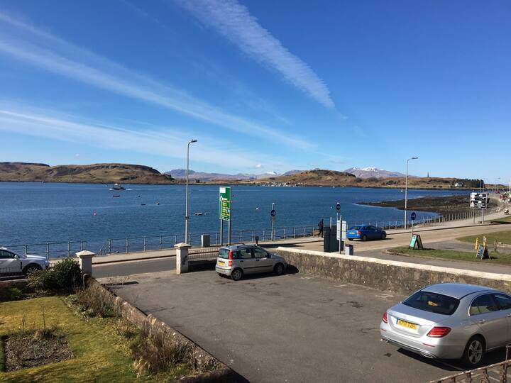 Seafront Apartment in central Oban,  Free Parking