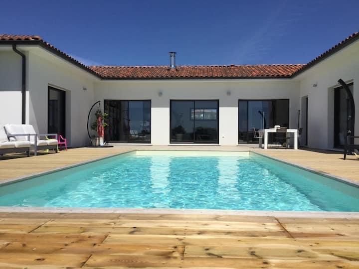 Maison récente 150m2 ,piscine et jardin, au calme.