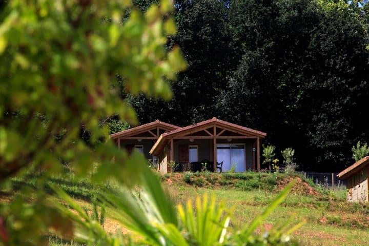 Chalets 6 personnes proche Cahors avec piscine - Marminiac - Hytte (i sveitsisk stil)