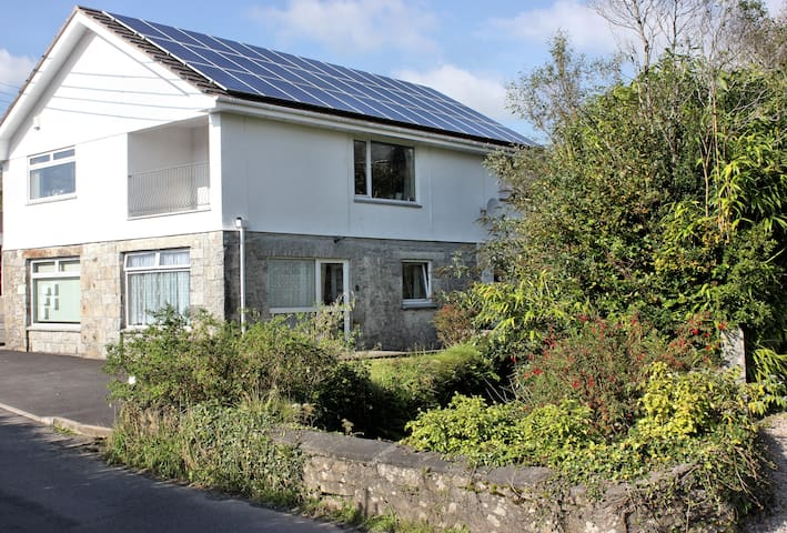 Spacious Eco Apartment - Heart of Cornish Village