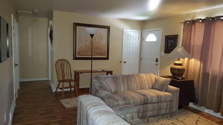 Cozy 2 bedroom duplex, laundry, full kitchen, bath - Cheyenne