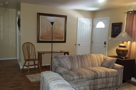 Cozy 2 bedroom duplex, laundry, full kitchen, bath - Cheyenne - Ev