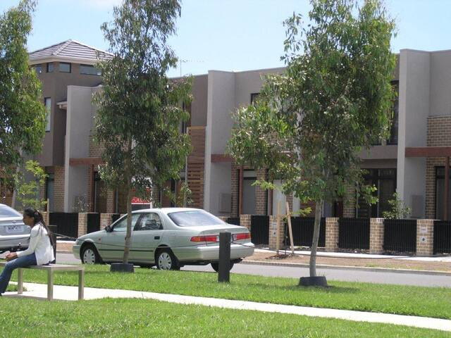 Insaa Apartments Dandenong - 3BR townhouse - Dandenong - Townhouse