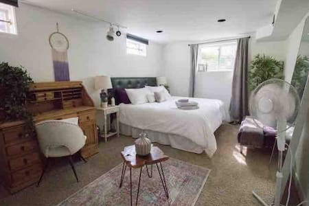 Cozy Styled Basement Suite - private entrance!