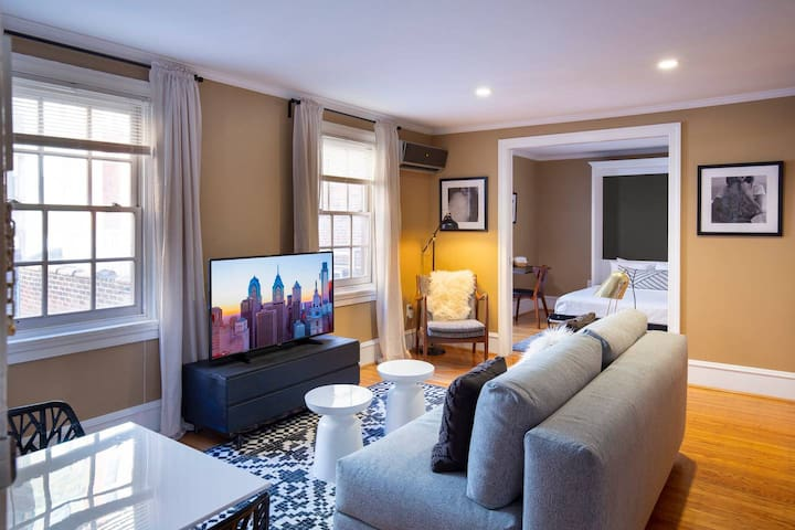 Abode | Rittenhouse Square | Cozy Flat + Private Roof Deck!