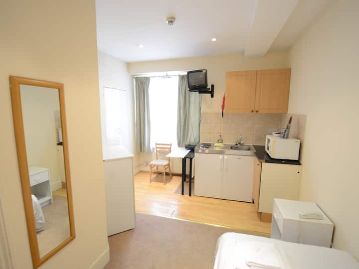Amber Apart-hotel  Single Studio - Near Selfridges