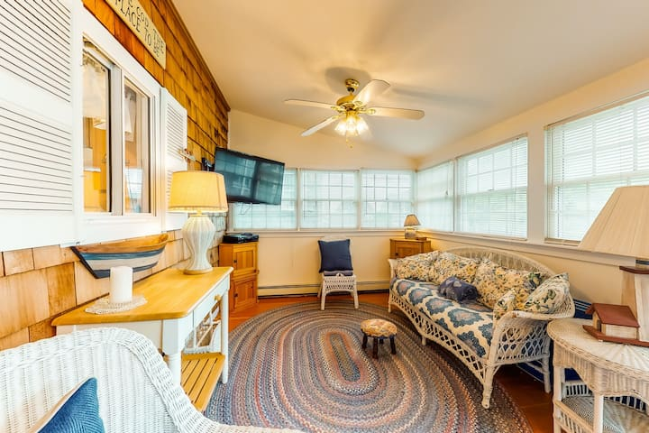 New listing! Coastal, dog-friendly cottage near Hen Cove w/ sunroom!