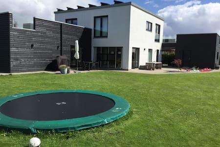 Stort nyt og moderne hus med have! - Horsens