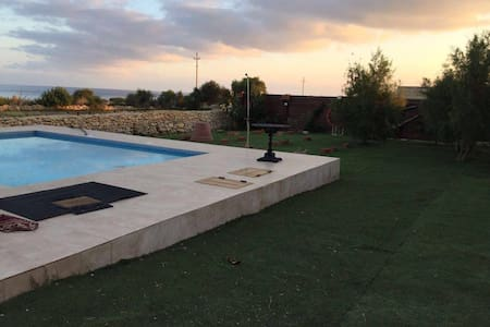 Farmhouse with large pool - Marsaxlokk