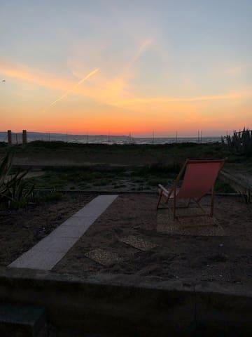 Studio moderne 4 personnes vue mer accès plage