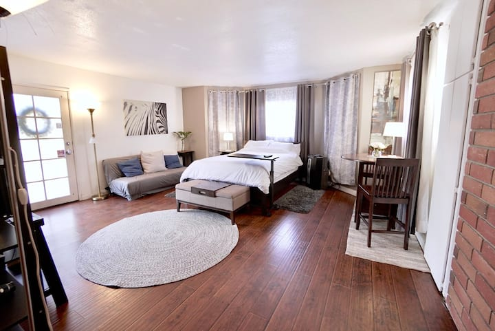 Beautiful Private Bedroom Suite *Sanitized*
