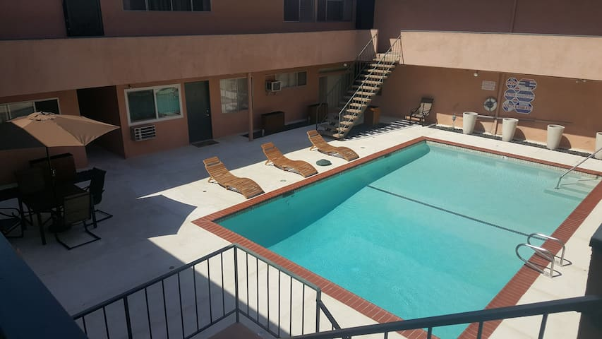 Newly renovated West LA studio W pool and parking!