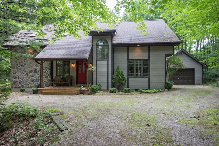 The Maplewood Chalet -Grand Bend