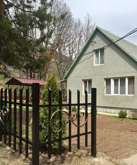 A cozy house in great place! Отличное место!