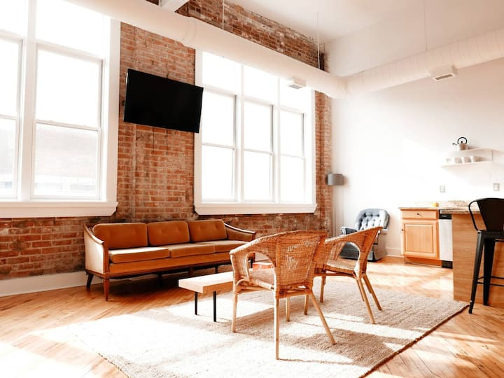 Greater Downtown Loft: Model K