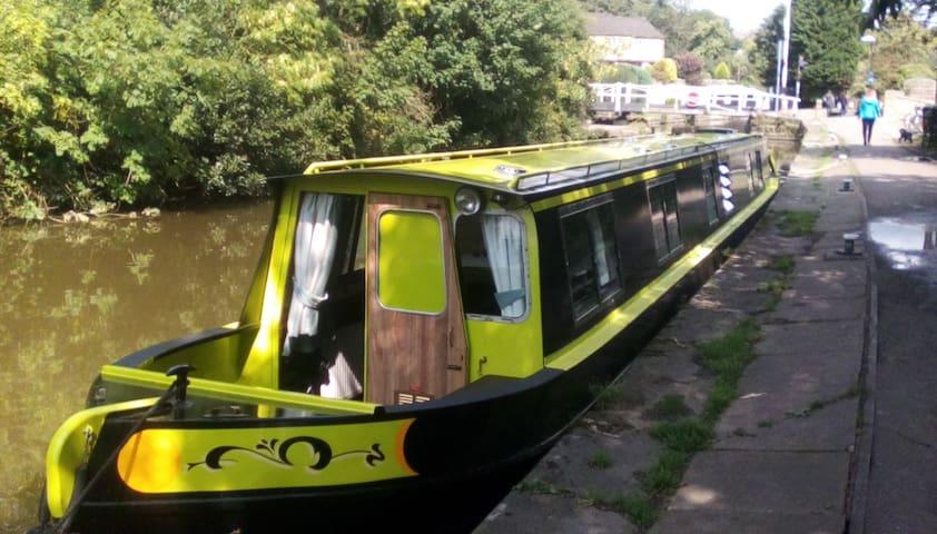 NarrowBoat 'Ellis Belle' - You Choose the Views!