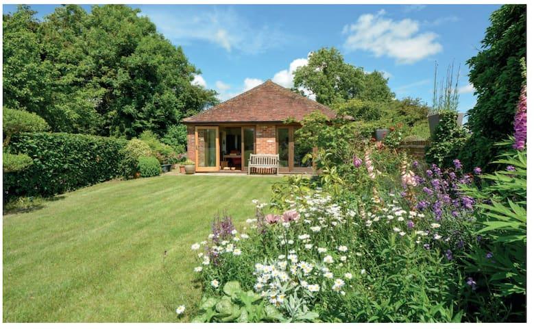 Modern Kent Cottage
