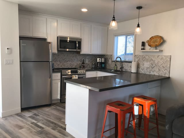 Light and bright kitchen with new appliances and dishwasher