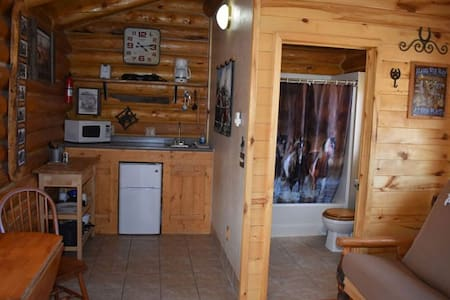 Cozy Log Cabin in Flaming Gorge at Rocky Ridge Outpost #1 – Sleeps 4