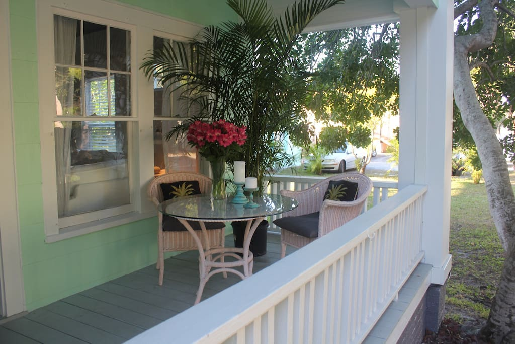 Charming 1 br key west style apt by spring bayou for Stile key west