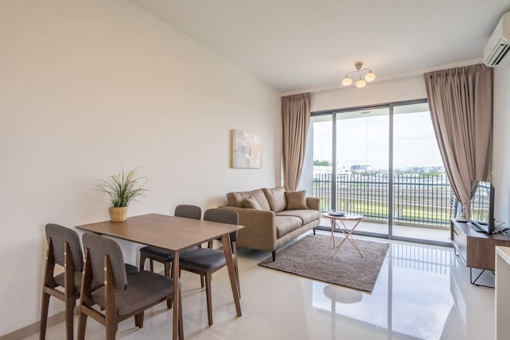 RIGHT IN THE HEART OF JURONG, 3 BR-2 BATH