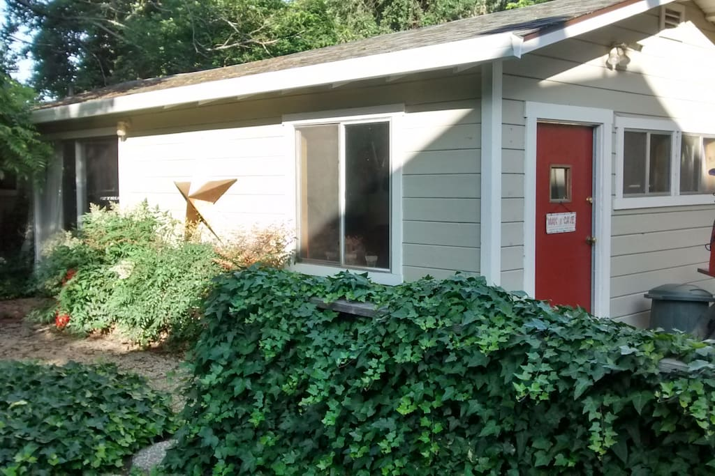 Guesthouse exterior, up close