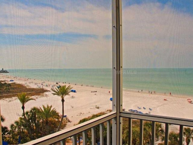 ⭐ Beachfront condo. Gulf Views! Pool, Beach Chairs