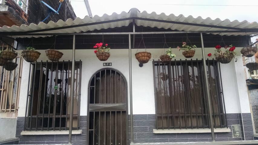 Habitaciones amobladas en Armenia - Armenia - House