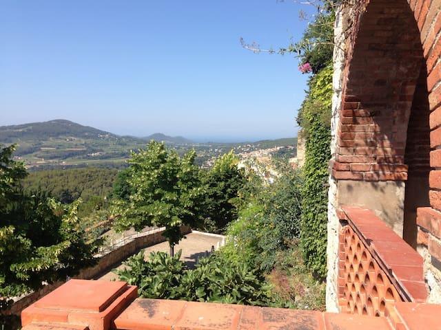 Charmant studio sur les remparts, terrasse vue mer
