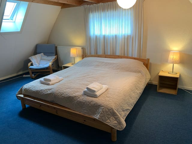 Bedroom 3, kingsize bed