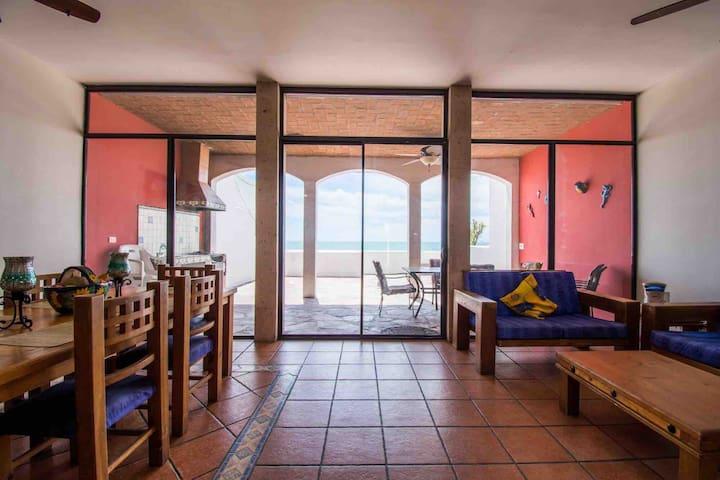 Casa México, sobre la playa en Bahía de kino, Son