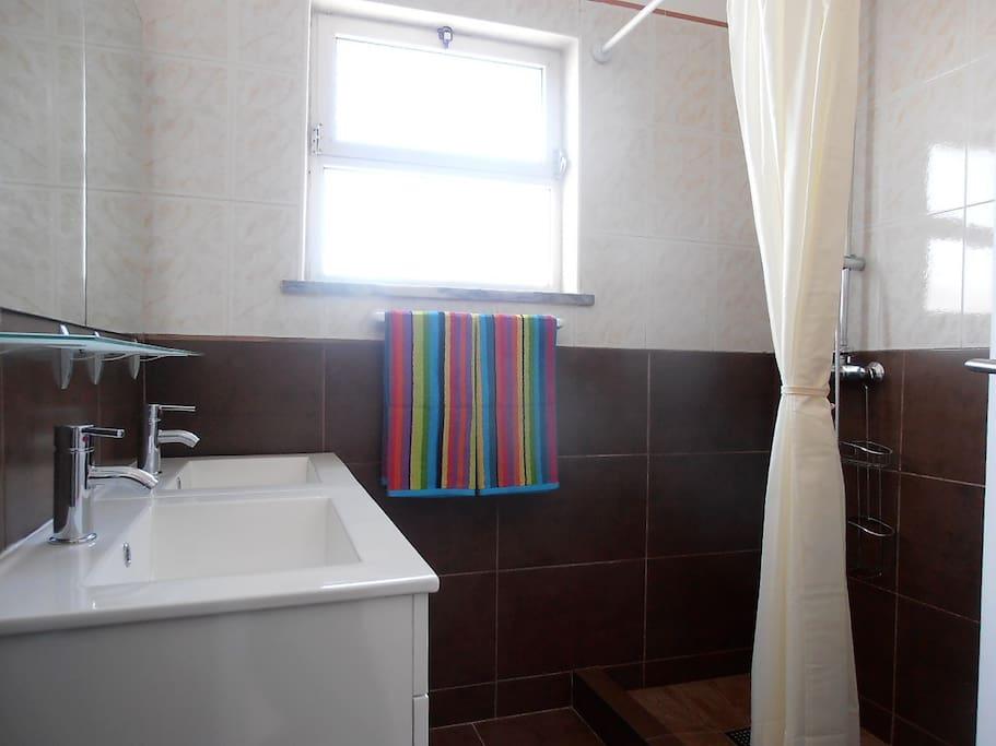 1. Bathroom (1)