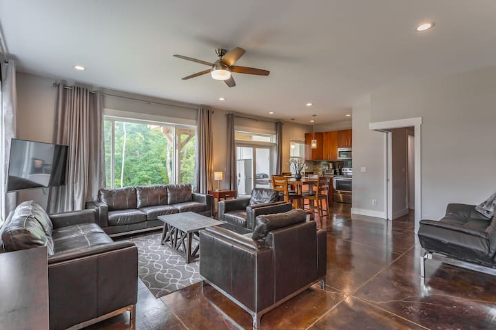 Modern Guest Suite in North Chatt Private Entrance