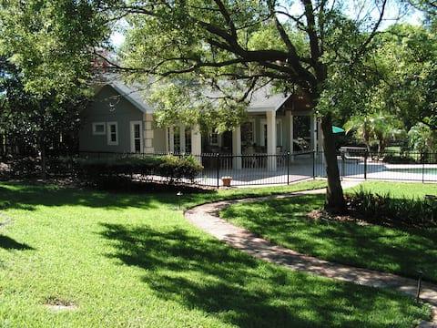 Maitland-Orlando Area, FL. Pool House Bungalow