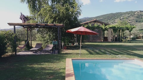 Studio apartment with pool in the Tuscan countryside