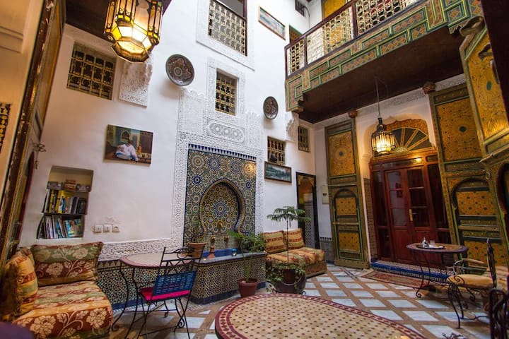 Double room  close to Bab boujloud Fes medina
