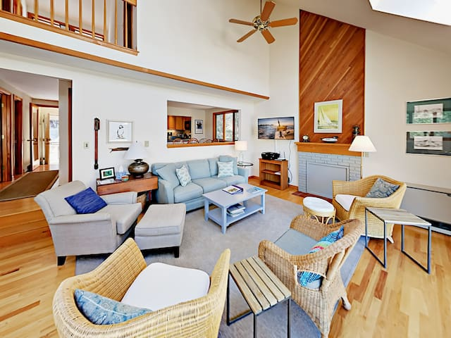 Contemporary 3BR Waterfront w/ Private Dock