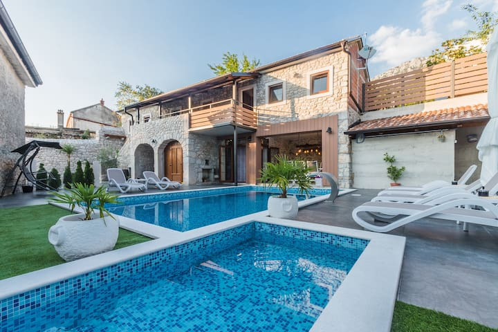 Luxury stone villa with pool for 6-8 persons