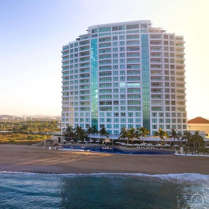Condominio a pie de playa con jacuzzi  Park royal