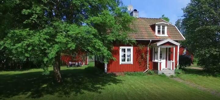 Koppla av eller jobba i vår stuga i Södra Småland
