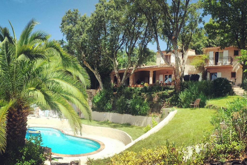 Beautiful Villa Huefield and pool