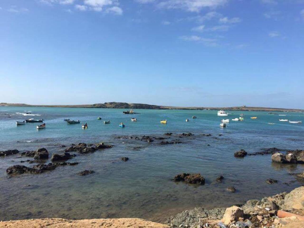 Vista dall appartamento caratteristica particolare dell isola , tantissime barche colorate