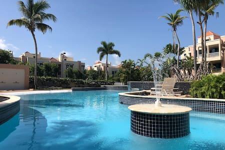 Gorgeous Penthouse Near The Beach (with hot tub).