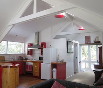 The Cosy and Sunny  Red Loft - Wellsford - Loft
