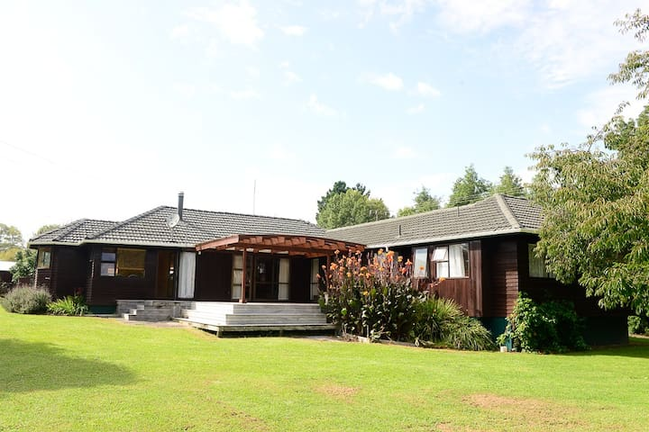 A house for the big group - Taupaki - Casa