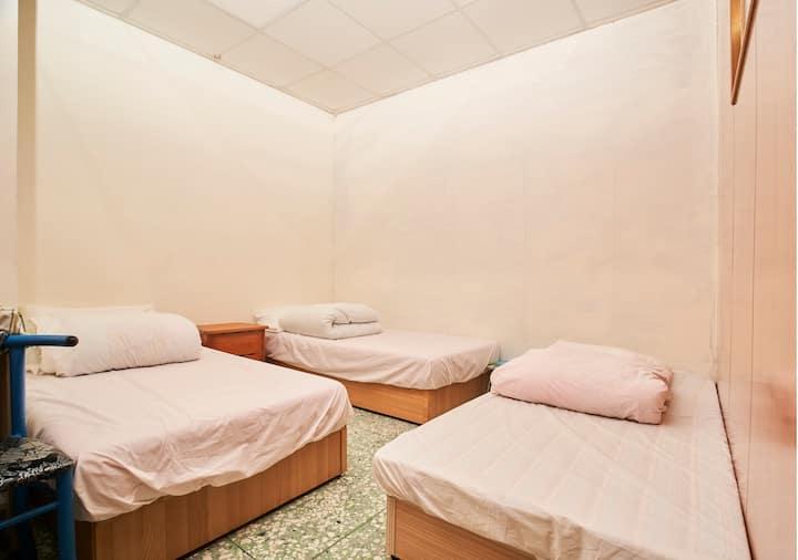 3人房= 3個單人床Triple room 3 single beds 海霞您的家