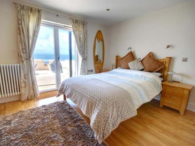 Perfectly located holiday home with amazing sea view and large terrace