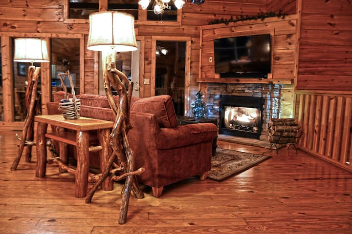 Secluded Cabin between Gatlinburg and Pigeon Forge