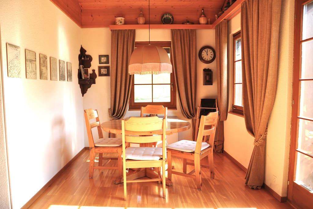 Der Essbereich / dining area